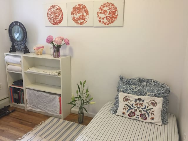 Nice Private Room Beauty in Queens