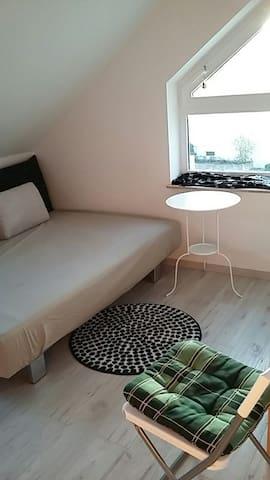 Gemütliches Zimmer - bahnhofsnah - Herrenberg - Apartment