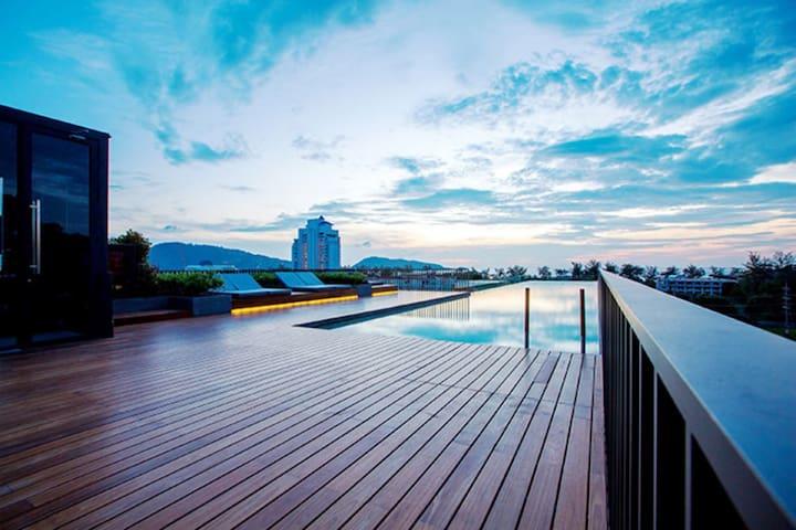 送接机,高层泳池景,近芭东海滩舒适两室一厅!