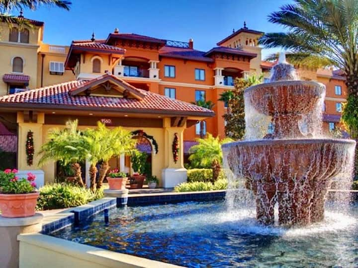 3 Beds condominium with pool close to attractions