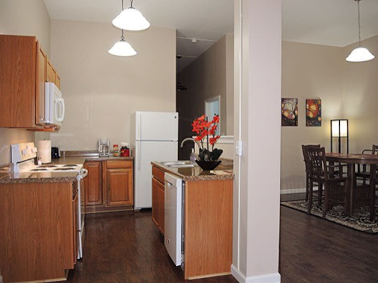 A First Class Apartment! Renovated in 2015 immaculate presentation featuring contemporary decor and spacious rooms. Two apartments less than 1 mile to All Star Village and less than 3 miles from  the colleges & Fox Hospital.