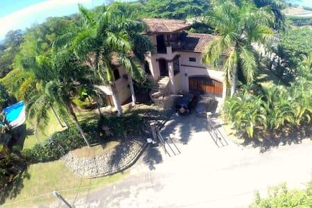 Casa Oeste...Luxury at the Beach! - Esterillos Oeste
