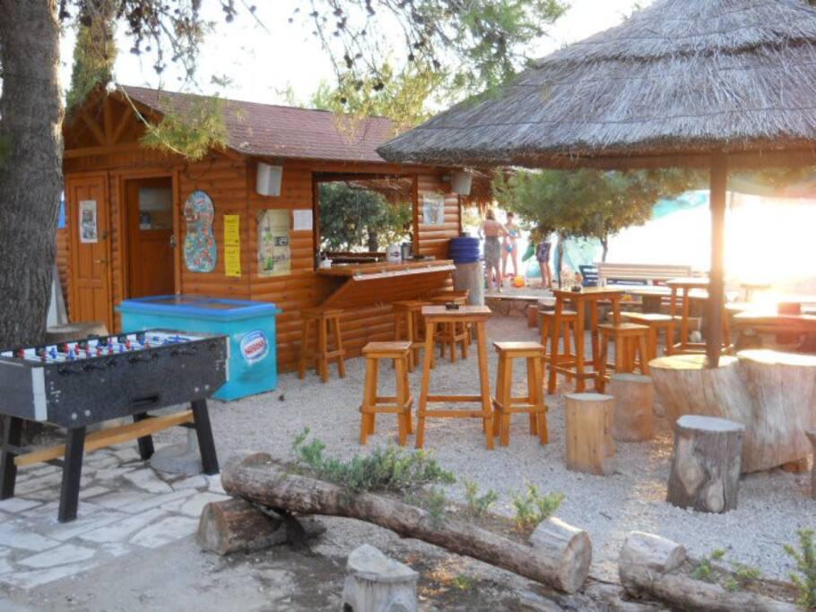 plaža u blizini mala ali ljiepa plaža Sutomišćica