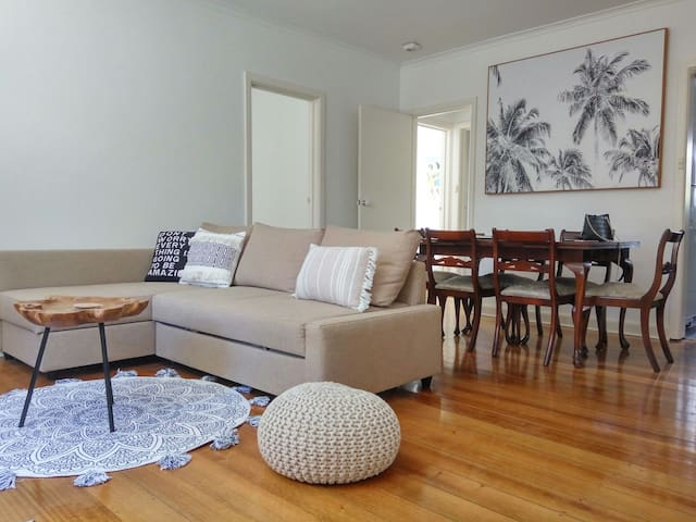 Chapel Street, Spacious 2BR in Vibrant St Kilda