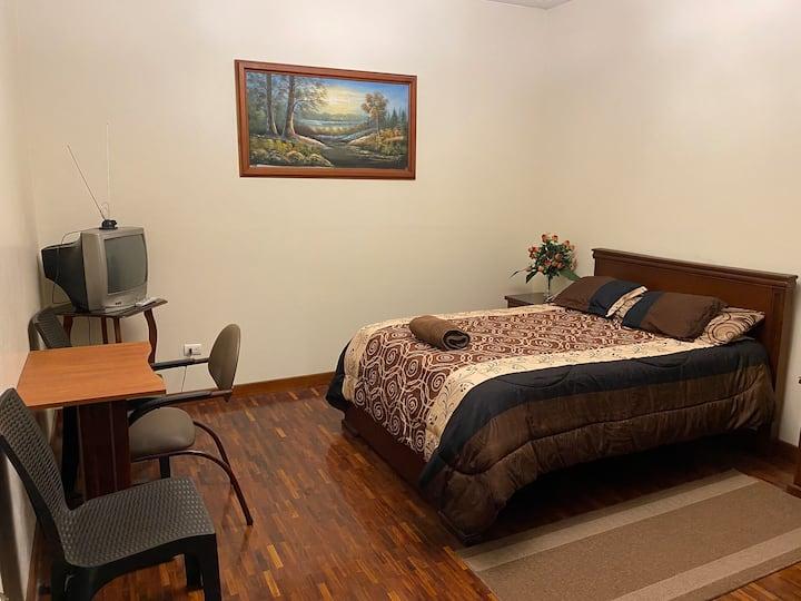 Hermosa habitación ubicada en el centro de Ambato