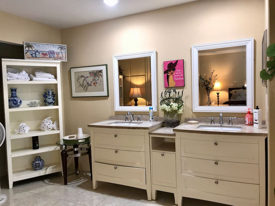 Double sinks / mirror/ drawers