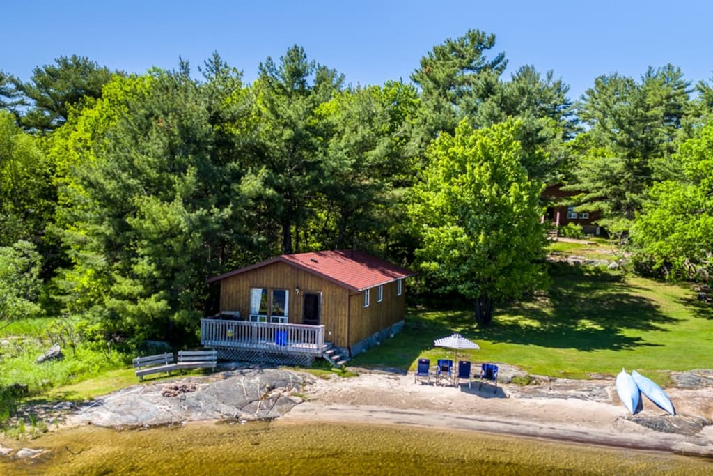 Three bedroom cottage at the water's edge beside the main beach