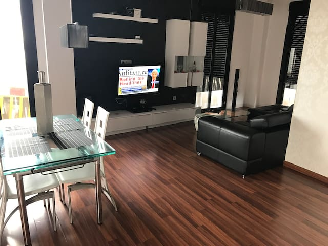 GRAN ATICO/BIG APARTAMENT to 7-11 Min. of SEVILLE
