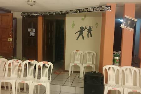 TURISMO PERSONALIZADO, VOLCANES ,FERIAS INDIGENAS