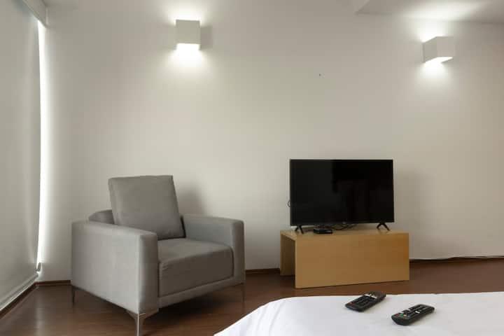 Beautiful Apartment perfect Location 402
