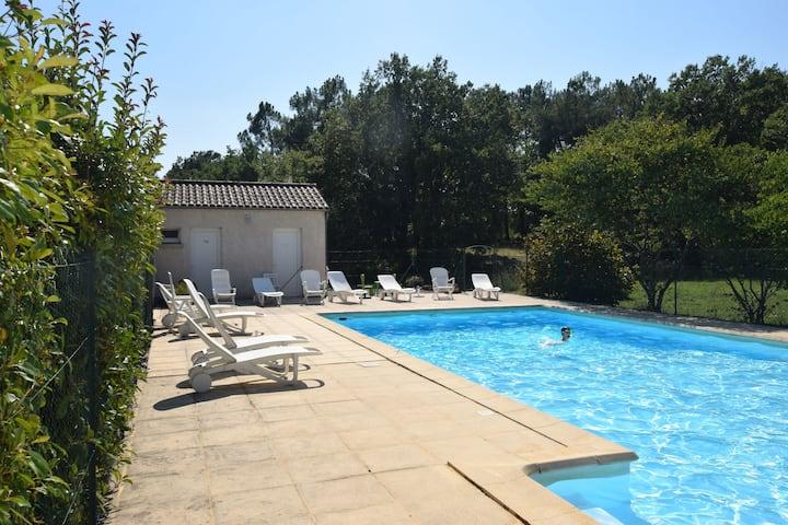 Maison de vacances douillette à Lablachère avec piscine