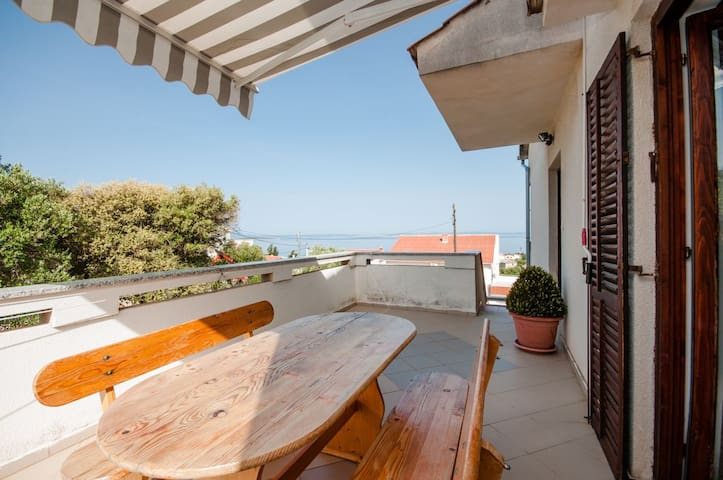 Two Bedroom Apartment, 200m from city center, in Lun - island Pag, Terrace