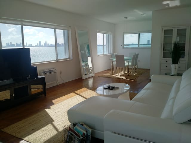 SPACIOUS WATERFRONT 2 BEDROOM APARTMENT