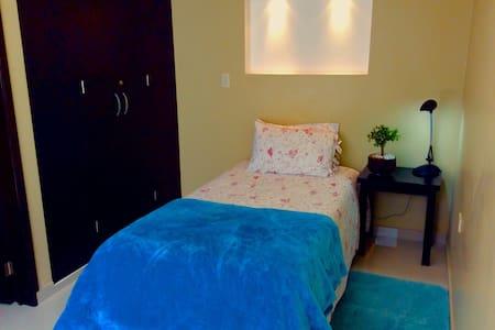 Habitación cómoda, segura y limpia