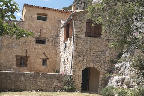 """Atypical house """"Les ramparts"""" in Mont Ventoux"""