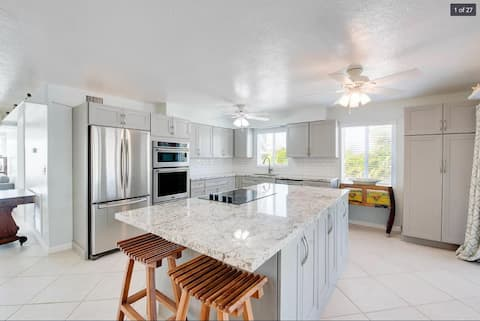 """Oasis in the Keys! 4 BR 3 BA Canal Front!"""