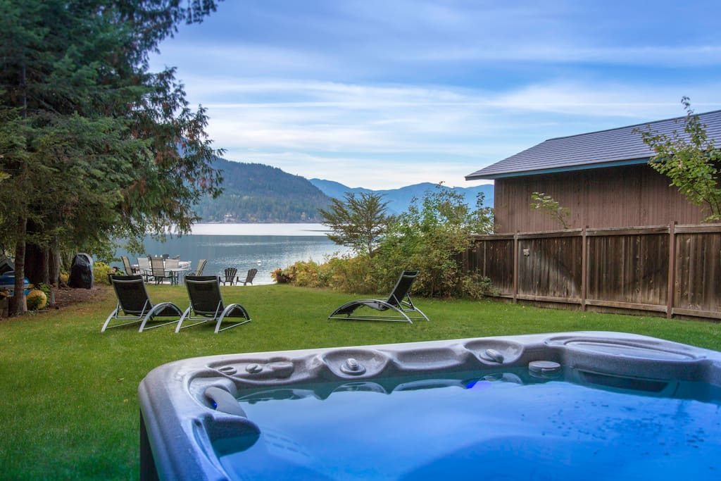 Lovely hot springs tub with lake views. There is a great lawn for family fun between the home and the lake.