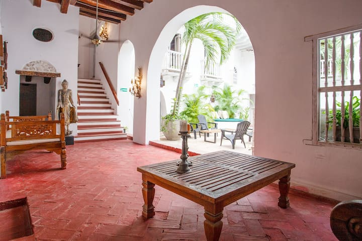 Casa Mayor, Magic & Authentic OldTown Villa w/Pool