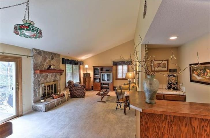 5 Bedrooms Morecambe Drive House in San Jose