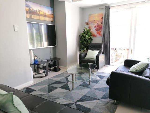 Hallack Serene Apartment