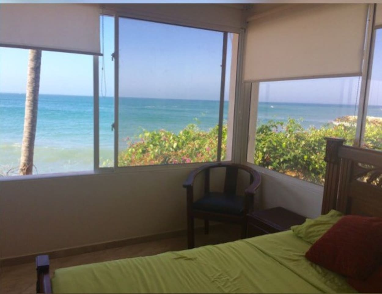 Enjoy The Nice waves of the sea and relaxing view of this room