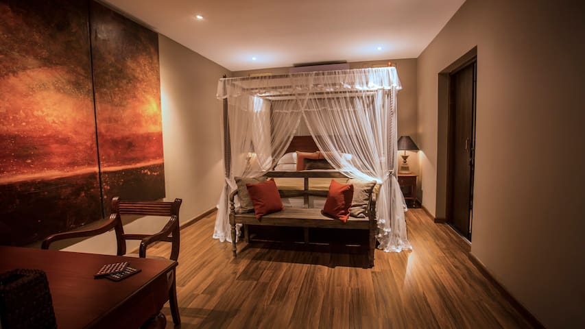 Flame Colonial Suite