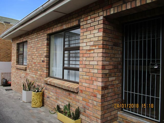 self catering apartments R700 p/day 4 adults