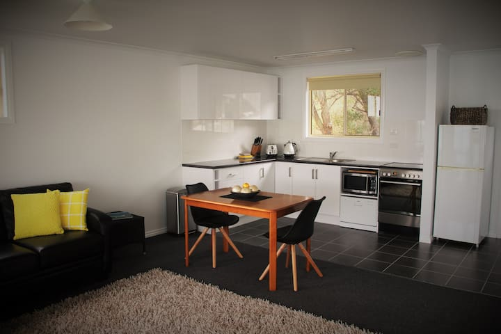 Open plan living and full equipped kitchen
