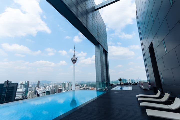 AWESOME Rooftop Infinity Pool GYM View, 8min KLCC