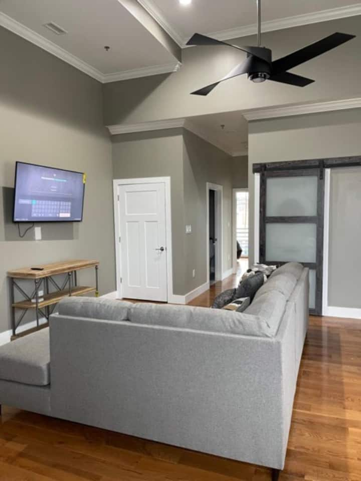 Executive fully furnished close to Asheville