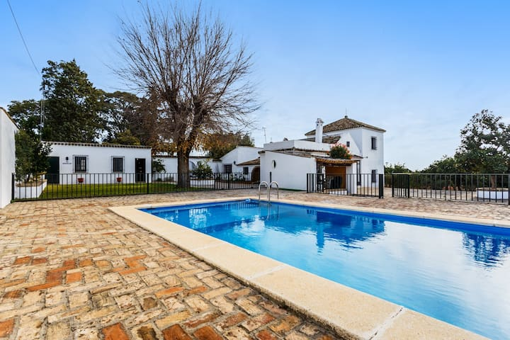 Beautiful villa near Seville w/pool - Olivares, Sevilla - วิลล่า