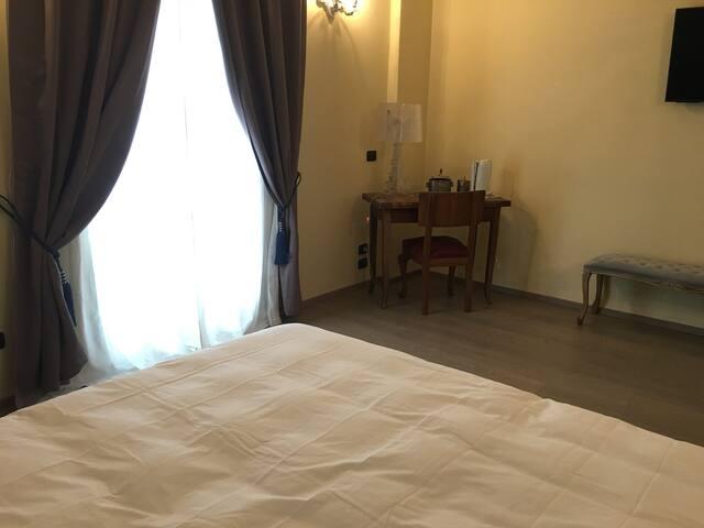 Angolo studio della camera da letto della Suite Tulipano