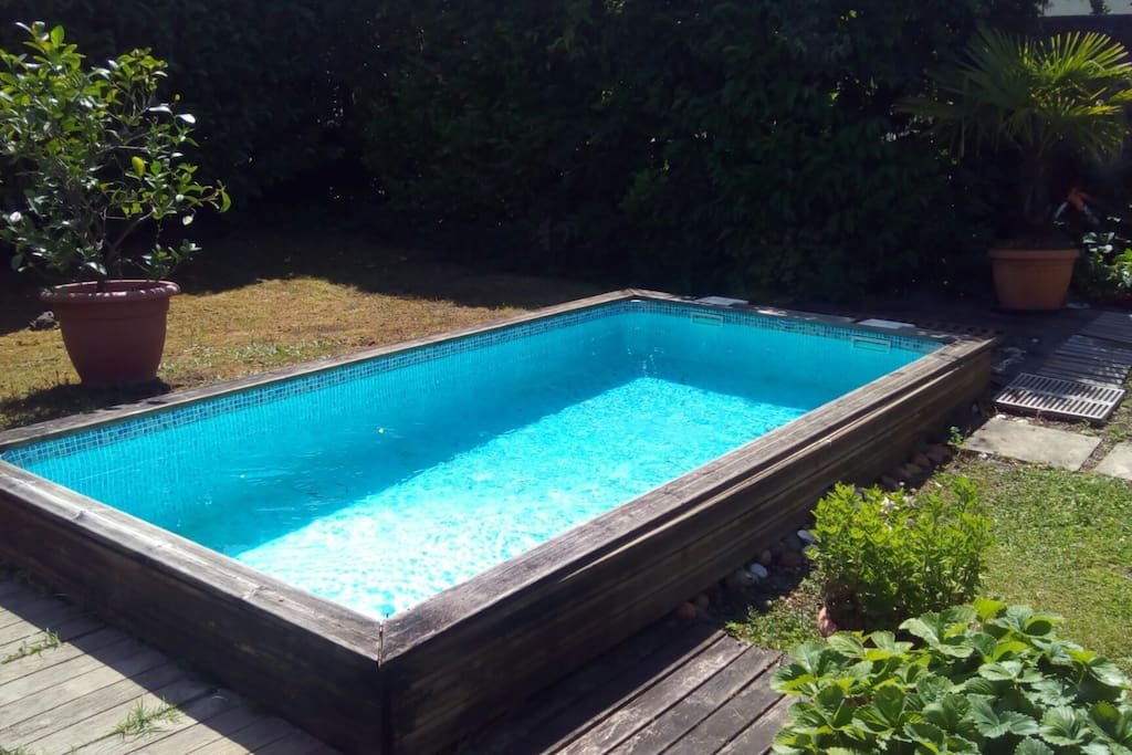Chambre salle d 39 eau et wc maison avec piscine houses for Piscine merignac