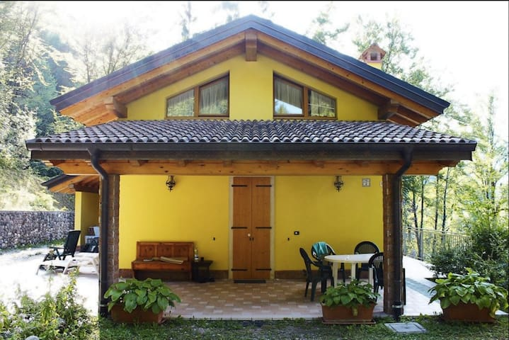 Beautiful house with big garden - Salorno - Departamento