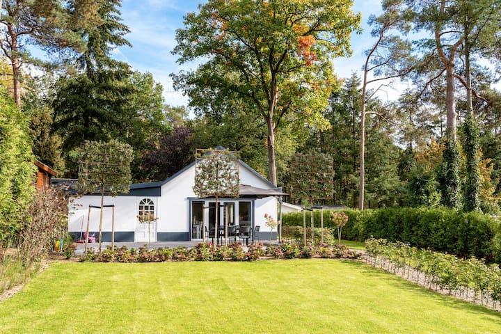 Vrijstaand vakantiehuis in een bosrijke omgeving
