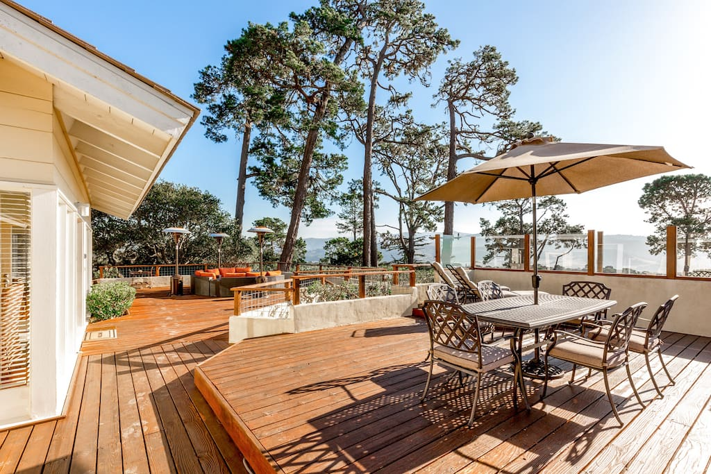 Enjoy alfresco dining in this picture-perfect spot.