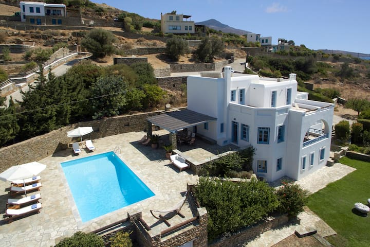 Superior seafront retreat with private pool