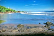 Playa las Flores,  a 3 minutos caminando desde Hotel Alazán.  Las Flores beach, 3 minutes away walking.
