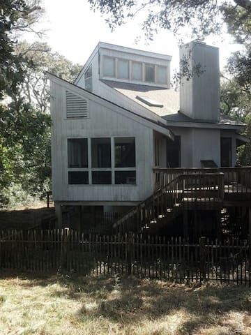 Old Baldy Cozy Island Cottage with Water View