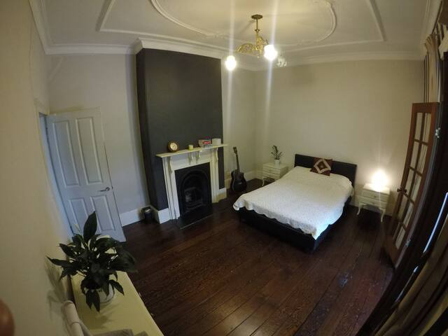 Huge Room & Private Sunroom in 1800s Terrace House
