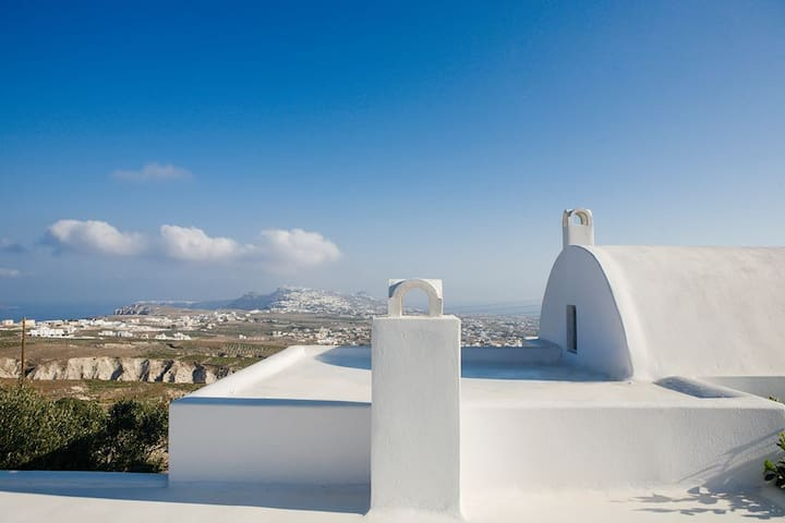 Cycladic Villa with Jacuzzi and Caldera View