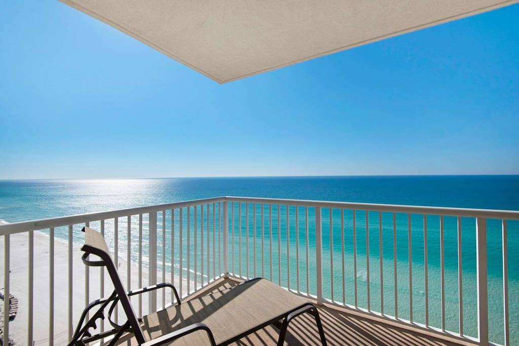 Corner unit with a stunning view of the Gulf of Mexico!
