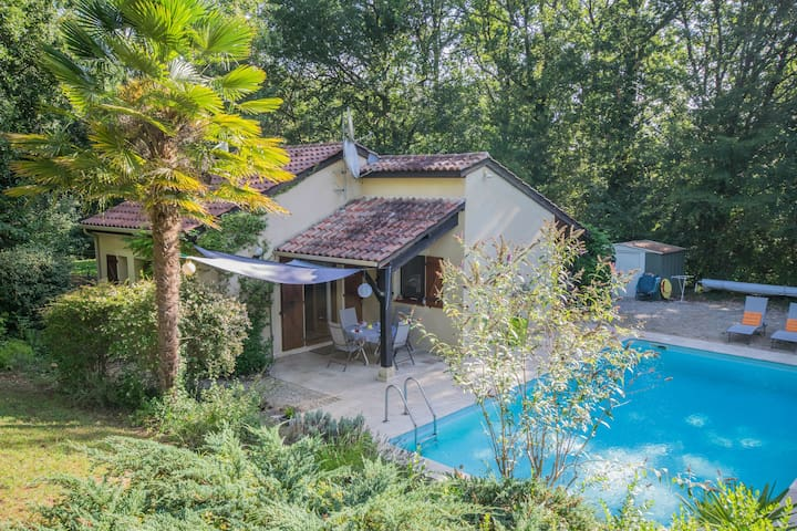 Cosy gite with secluded garden, private swimming pool in beautiful surroundings.