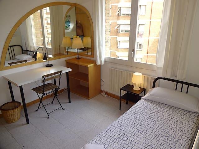 3.1-Sabadell piso para Profesores (full services)