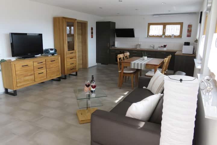 Haus Morgensonne, (Weilheim), Ferienwohnung, 60qm, Terrasse, 1 Schlafzimmer, max. 4 Personen