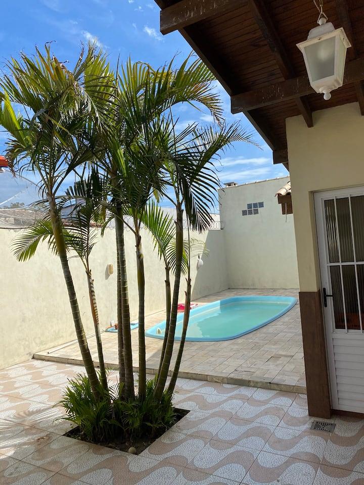 Casa ampla com piscina