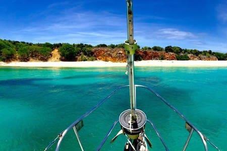 Sailboat on Simpson Bay Lagoon - Les Terres Basses - Lägenhet