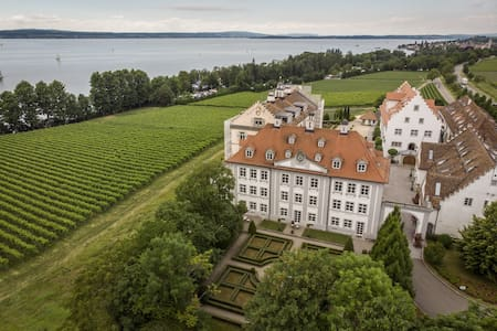 Premium Designer Apartment in 'Kirchberg Castle' with Garden; Parking Available