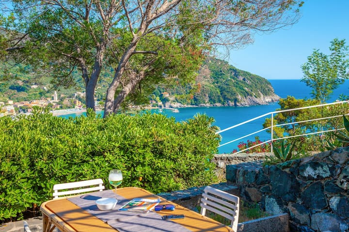 """Il Giardino Sul Mare"", garden on the sea, sea-view, comfortable for 5 people, Levanto"