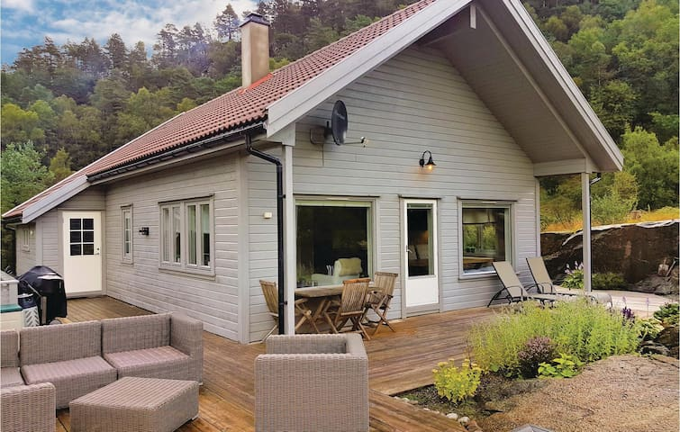 Holiday cottage with 4 bedrooms on 120m² in Hebnes